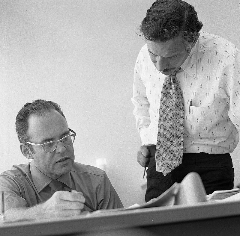 Gordon Moore (izquierda) y Robert Noyce (ambos fundadores de Intel), foto de 1970